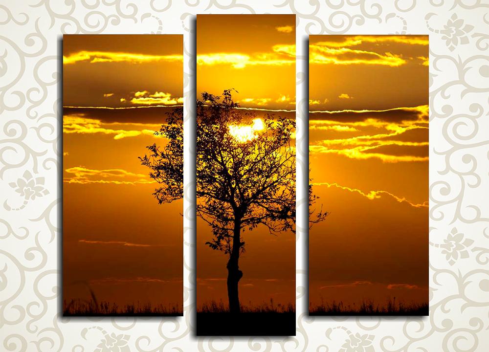 Модульная картина Дерево на закатеМодульная картина «Дерево на закате» наполнит ваш дом лучами вечернего солнца. Это полотно будет великолепно смотреться в гостиной, прихожей, холле, на кухне или в спальне. Картина изображает одинокое дерево на фоне яркого закатного неба, изображение выдержано в золотистой и коричневатой цветовой гамме. Высокотехнологичные латексные краски отлично сохранят первозданную свежесть палитры на много лет.<br>