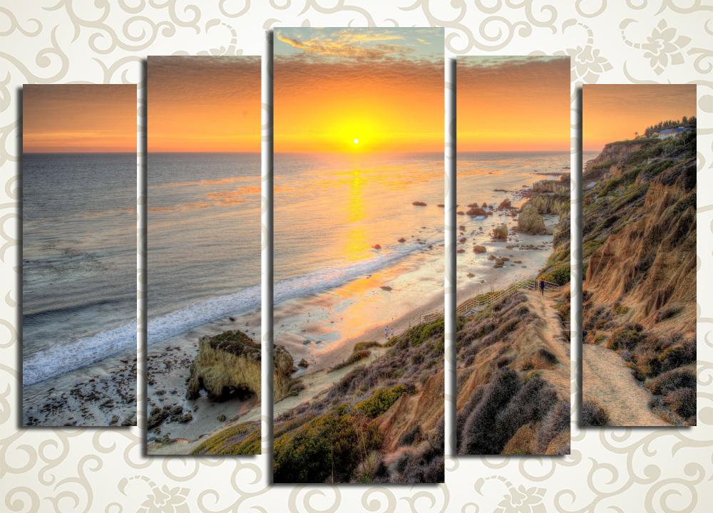 Модульная картина Идеальное место для отдыхаМодульная картина «Идеальное место для отдыха» изображает великолепный морской закат на горном побережье с высоты птичьего полета. Полотно выдержано в приятных золотистых и коричневатых тонах. Оно поможет создать умиротворенную атмосферу в спальне, рабочем кабинете, прихожей или зале. Изображение стоит из 5 вертикальных сегментов. Каждый из них собран под строгим контролем качества.<br>