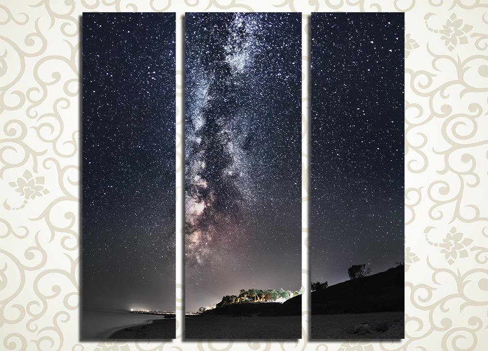 Модульная картина Млечный путь над городомРомантическую обстановку и ощущение космического простора подарит вашему дому модульная картина «Млечный путь над городом». Она изображает ночной пейзаж – освещенный сотнями огней город и раскинувшийся над ним в бесконечной вышине звездный путь. Эта картина станет великолепным украшением прихожей, гостиной, а также спальни. Изображение выполнено высокотехнологичными латексными красками.<br>