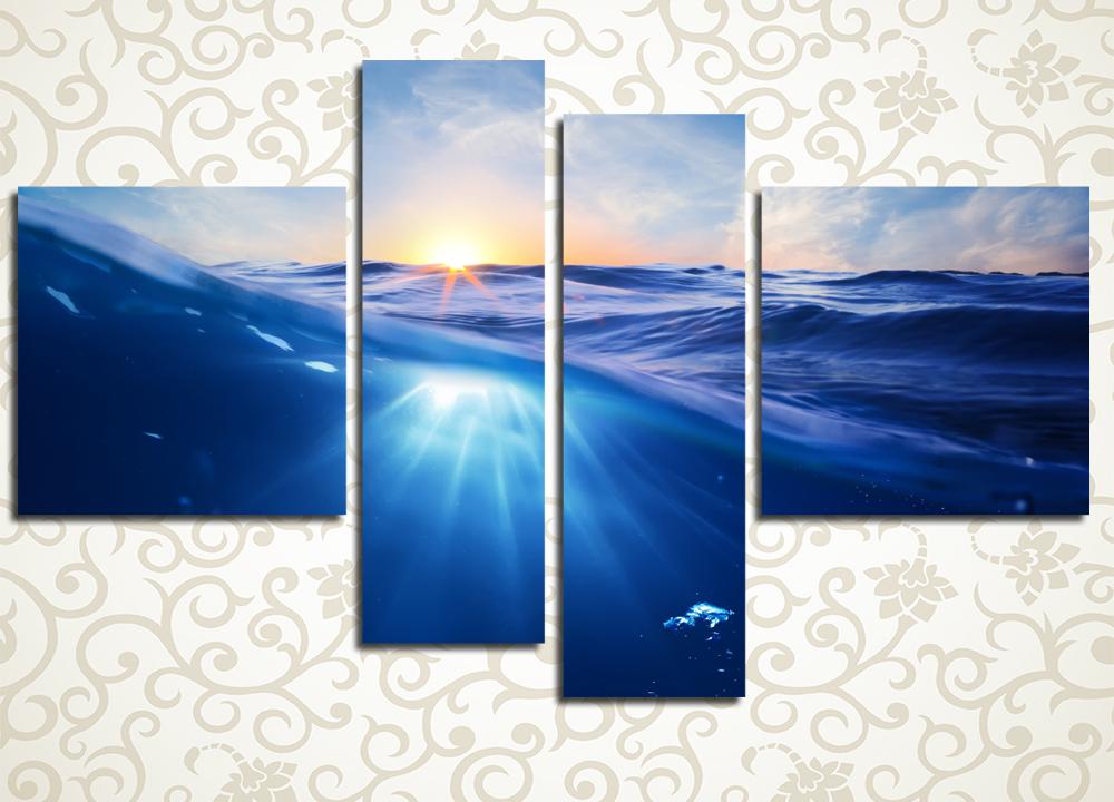 Модульная картина Закат в волнахМодульная картина «Закат в волнах» выдержана в прекрасном аквамариновом тоне, пропитанном лучами вечернего солнца. На ней изображена поверхность морских волн на фоне неба. Полотно подарит неповторимое ощущение морской свежести гостиной, холлу, залу, спальне, офисному кабинету, а также кухне. Изображение состоит из 4 модулей различной формы. Они вручную обтянуты холстом, который обеспечивает максимально естественное восприятие рисунка.<br>