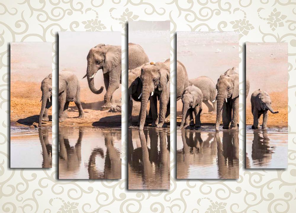 Модульная картина Слоны на водопоеМодульная картина «Слоны на водопое» изображает группу африканских слонов на берегу реки. Это полотно станет оригинальным украшением интерьера прихожей, гостиной, холла, а также зала или кухни. Высокотехнологичные латексные краски не требуют защиты лаком. Они отлично противостоят влажности и солнечным лучам. Изображение состоит из 5 вертикальных модулей, вручную обтянутых холстом.<br>